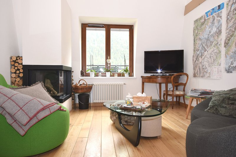 Attractive, duplex apartment|Joli appartement en duplex