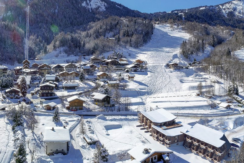 The project at the foot of the slopes|Le projet en bas des pistes