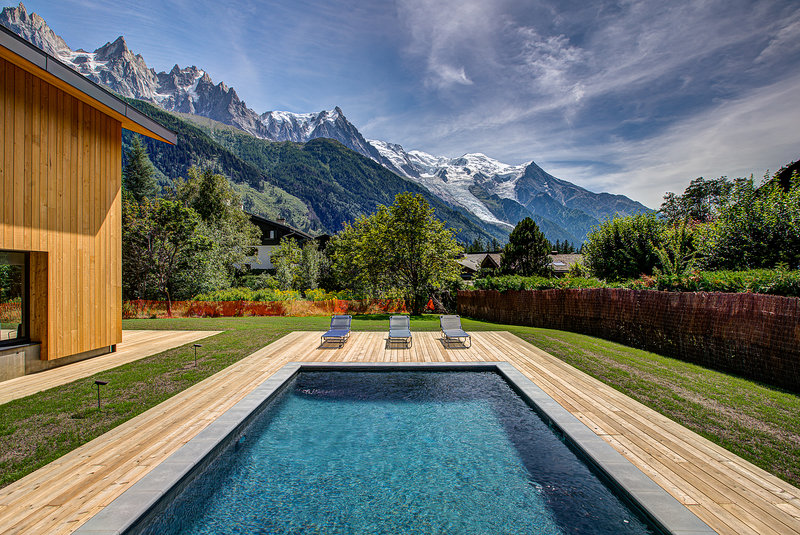 A pool with a view|Piscine avec vue