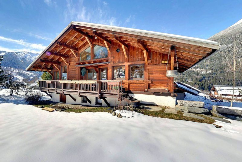 A well-built Trappier chalet|Une construction de qualité construction Trappier