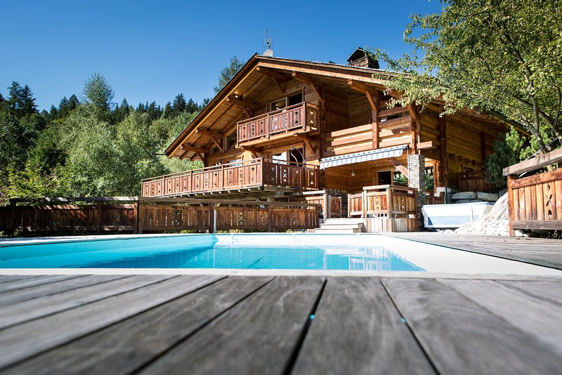 The chalet in summer|Le chalet en été